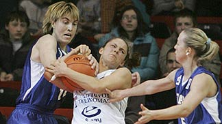Sandra Valuzyte (right - Lietuvos Telekomas) and Elena Barnova (Dynamo Moscow)
